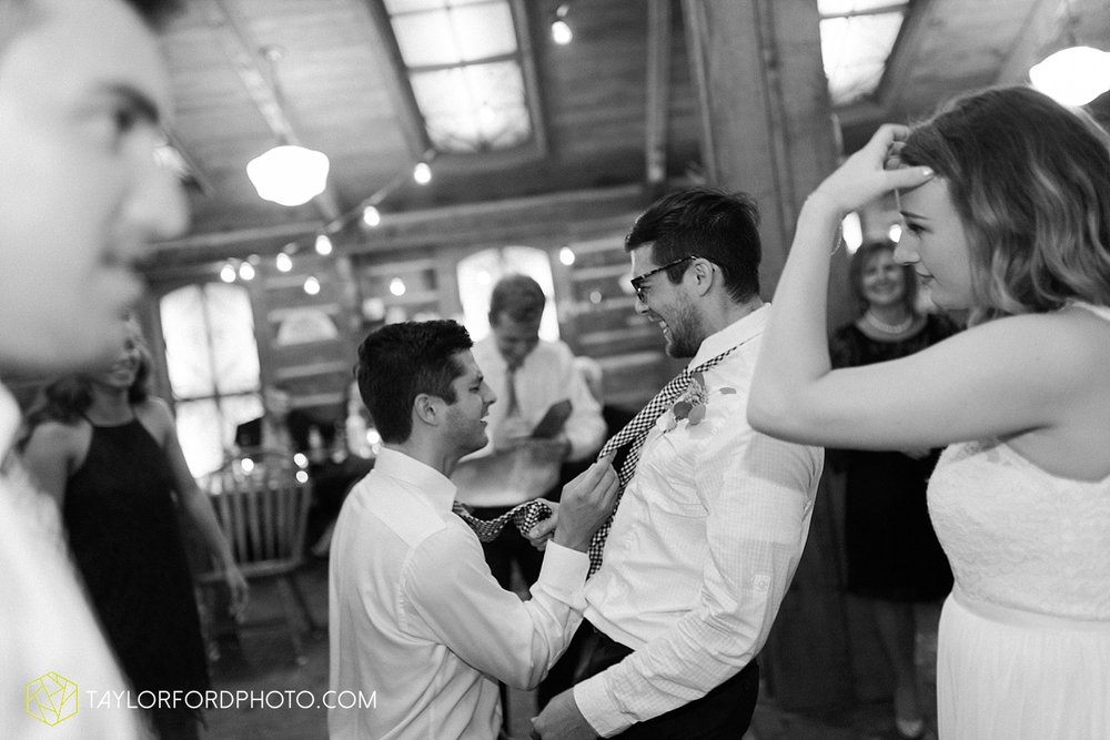 fort_wayne_indiana_van_wert_columbus_ohio_nashville_tennessee_photographer_taylor_ford_shoppes_at_old_mill_wedding_0745.jpg