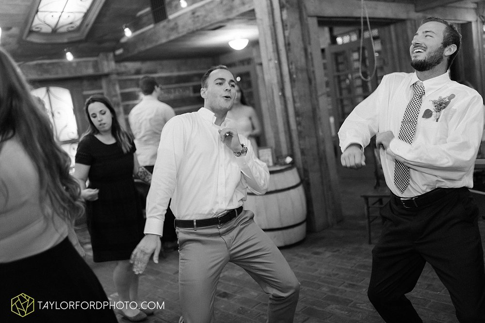 fort_wayne_indiana_van_wert_columbus_ohio_nashville_tennessee_photographer_taylor_ford_shoppes_at_old_mill_wedding_0746.jpg
