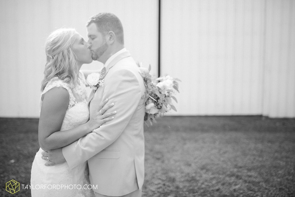 van_wert_ohio_fort_wayne_warsaw_indiana_wedding_photographer_taylor_ford_silver_lake_2896.jpg