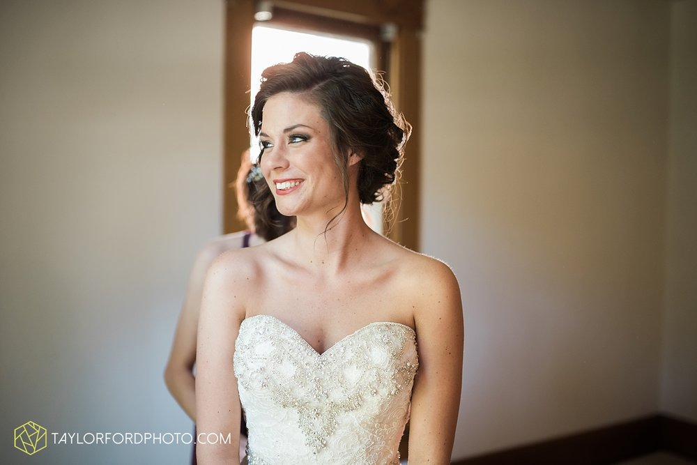 van_wert_ohio_dairy_barn_fairgrounds_fort_wayne_indiana_wedding_photographer_taylor_ford_3246.jpg