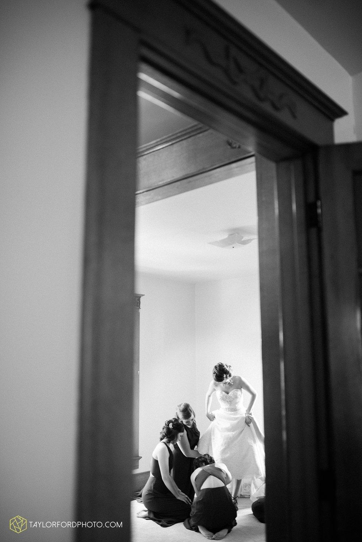 van_wert_ohio_dairy_barn_fairgrounds_fort_wayne_indiana_wedding_photographer_taylor_ford_3249.jpg