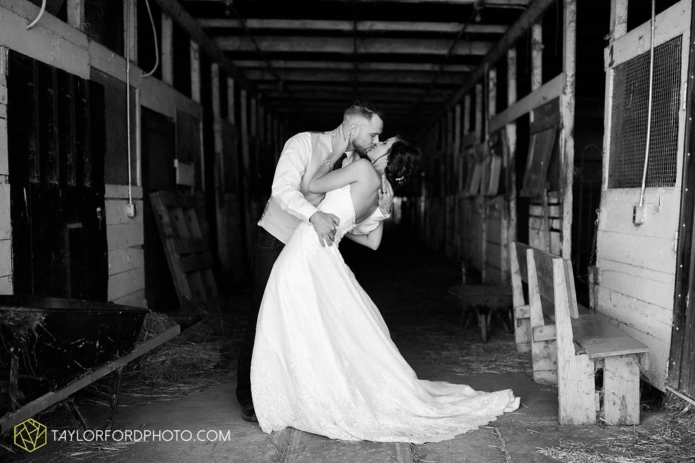 van_wert_ohio_dairy_barn_fairgrounds_fort_wayne_indiana_wedding_photographer_taylor_ford_3319.jpg