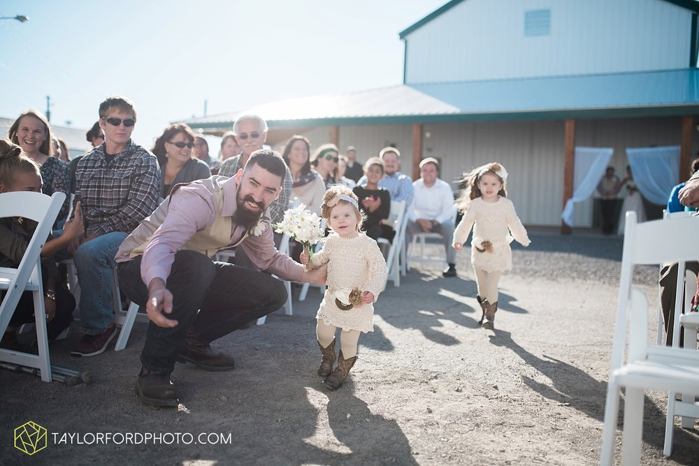 van_wert_ohio_dairy_barn_fairgrounds_fort_wayne_indiana_wedding_photographer_taylor_ford_3320.jpg