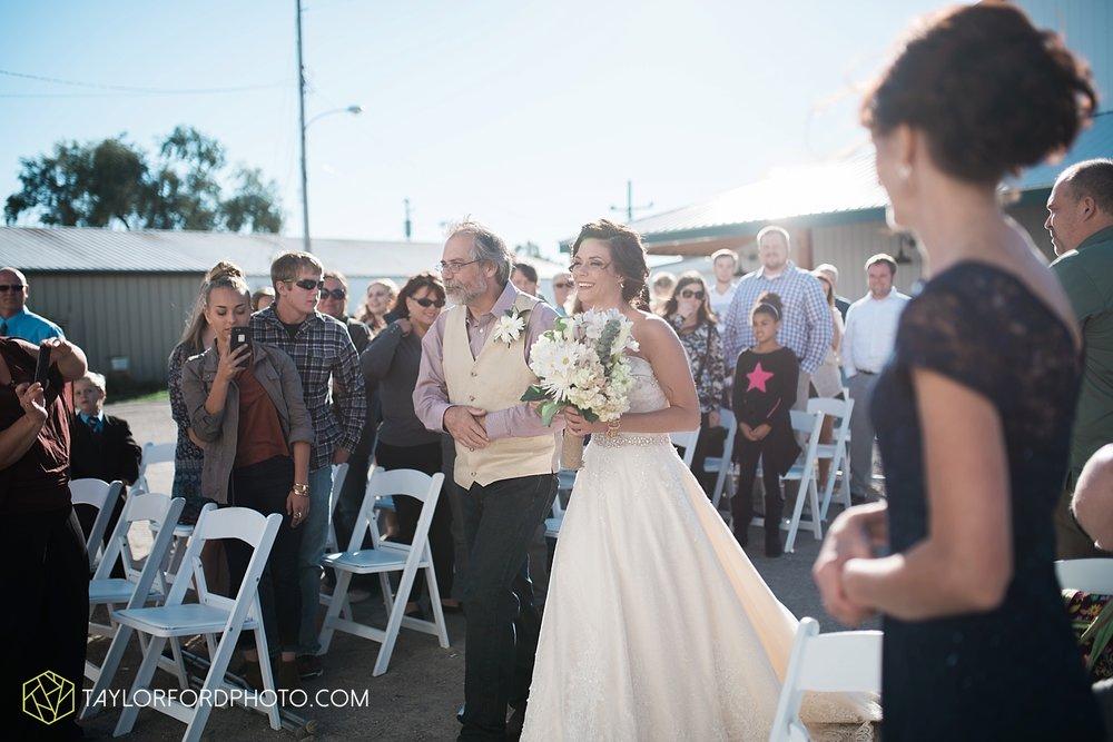 van_wert_ohio_dairy_barn_fairgrounds_fort_wayne_indiana_wedding_photographer_taylor_ford_3321.jpg
