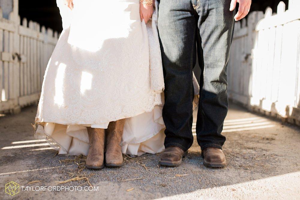 van_wert_ohio_dairy_barn_fairgrounds_fort_wayne_indiana_wedding_photographer_taylor_ford_3325.jpg