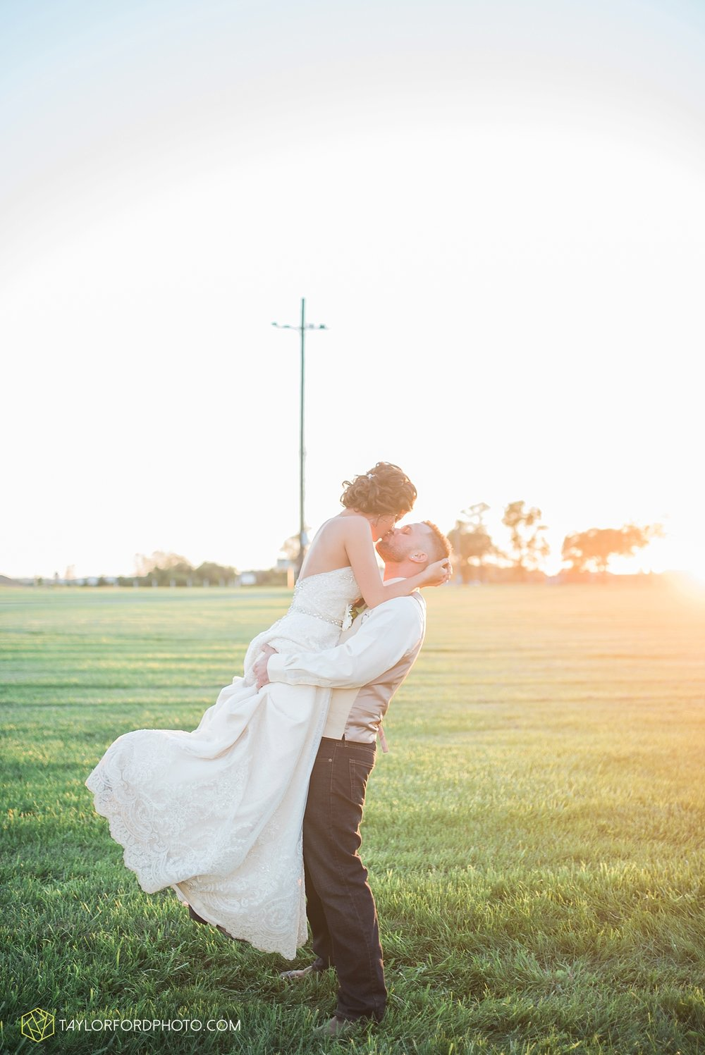 van_wert_ohio_dairy_barn_fairgrounds_fort_wayne_indiana_wedding_photographer_taylor_ford_3332.jpg