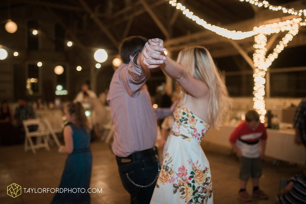 van_wert_ohio_dairy_barn_fairgrounds_fort_wayne_indiana_wedding_photographer_taylor_ford_3337.jpg