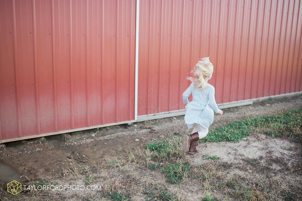 van_wert_ohio_fort_wayne_indiana_family_photographer_taylor_ford_kline_swine_farms_3444.jpg