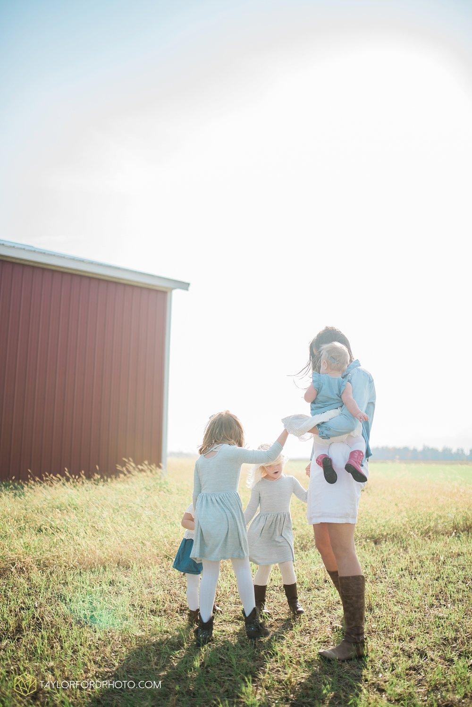 van_wert_ohio_fort_wayne_indiana_family_photographer_taylor_ford_kline_swine_farms_3447.jpg