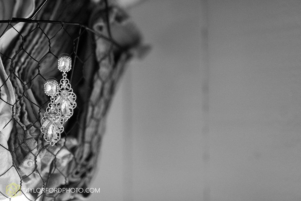 gatlinburg_tennessee_photographer_taylor_ford_weddings_enchanted_valley_barn_3780.jpg