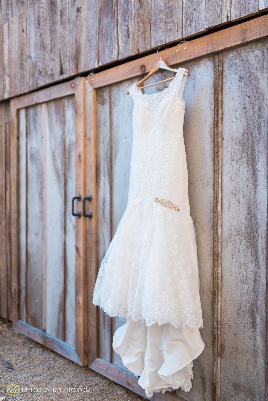 gatlinburg_tennessee_photographer_taylor_ford_weddings_enchanted_valley_barn_3782.jpg
