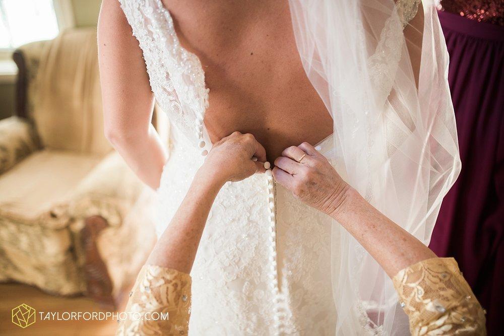 gatlinburg_tennessee_photographer_taylor_ford_weddings_enchanted_valley_barn_3787.jpg