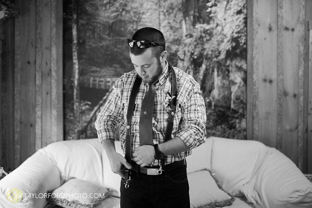 gatlinburg_tennessee_photographer_taylor_ford_weddings_enchanted_valley_barn_3788.jpg