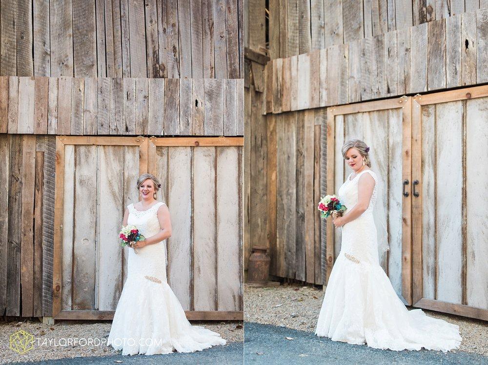 gatlinburg_tennessee_photographer_taylor_ford_weddings_enchanted_valley_barn_3789.jpg