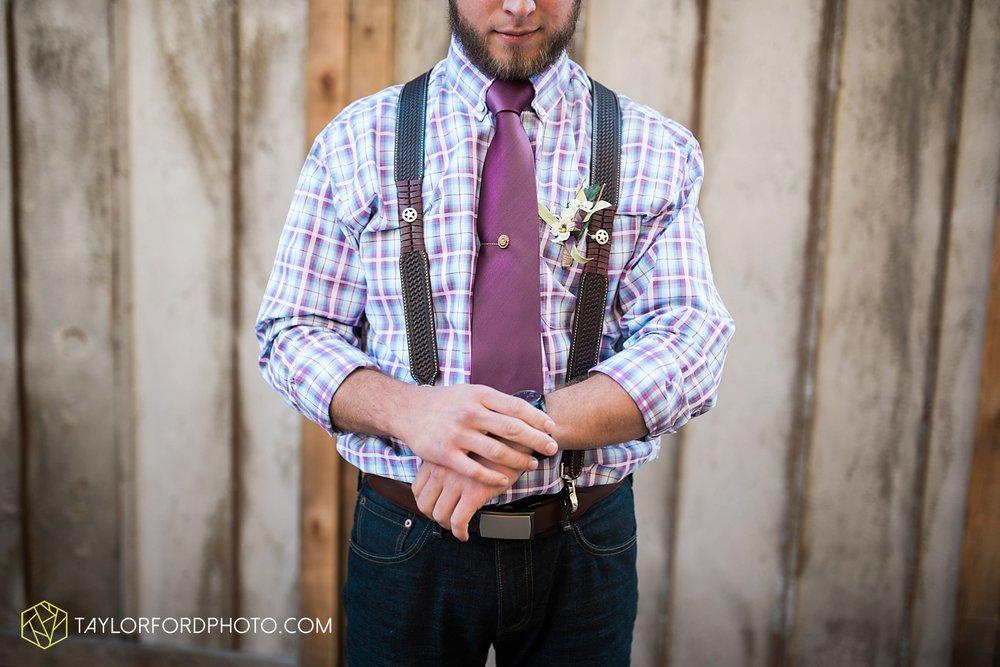 gatlinburg_tennessee_photographer_taylor_ford_weddings_enchanted_valley_barn_3850.jpg