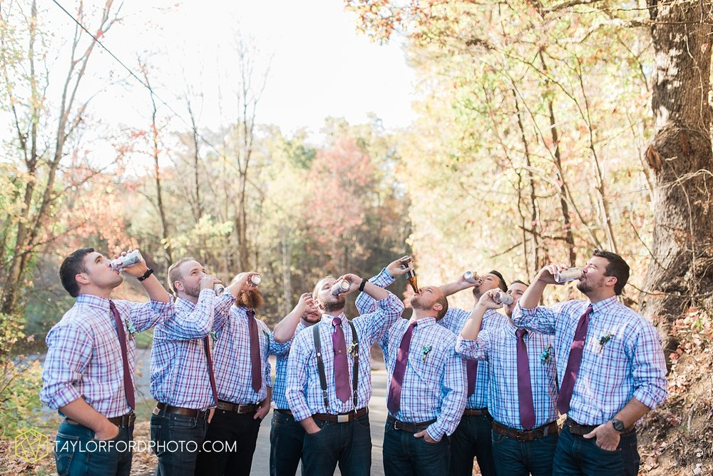 gatlinburg_tennessee_photographer_taylor_ford_weddings_enchanted_valley_barn_3851.jpg