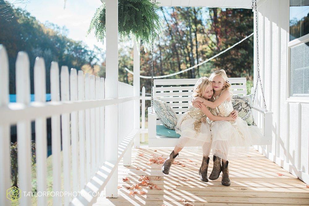 gatlinburg_tennessee_photographer_taylor_ford_weddings_enchanted_valley_barn_3855.jpg