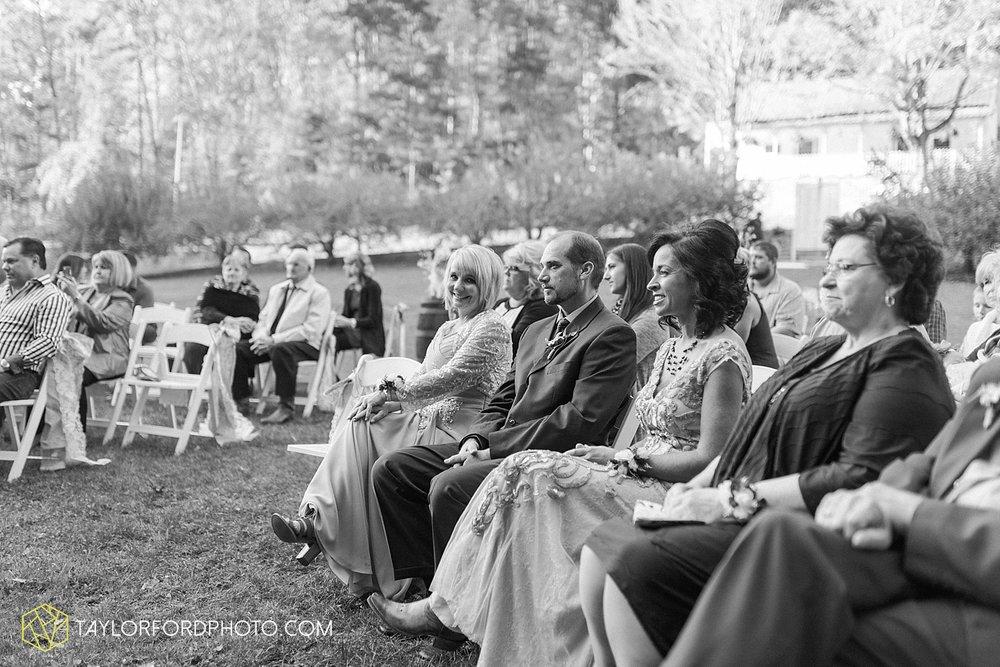gatlinburg_tennessee_photographer_taylor_ford_weddings_enchanted_valley_barn_3856.jpg