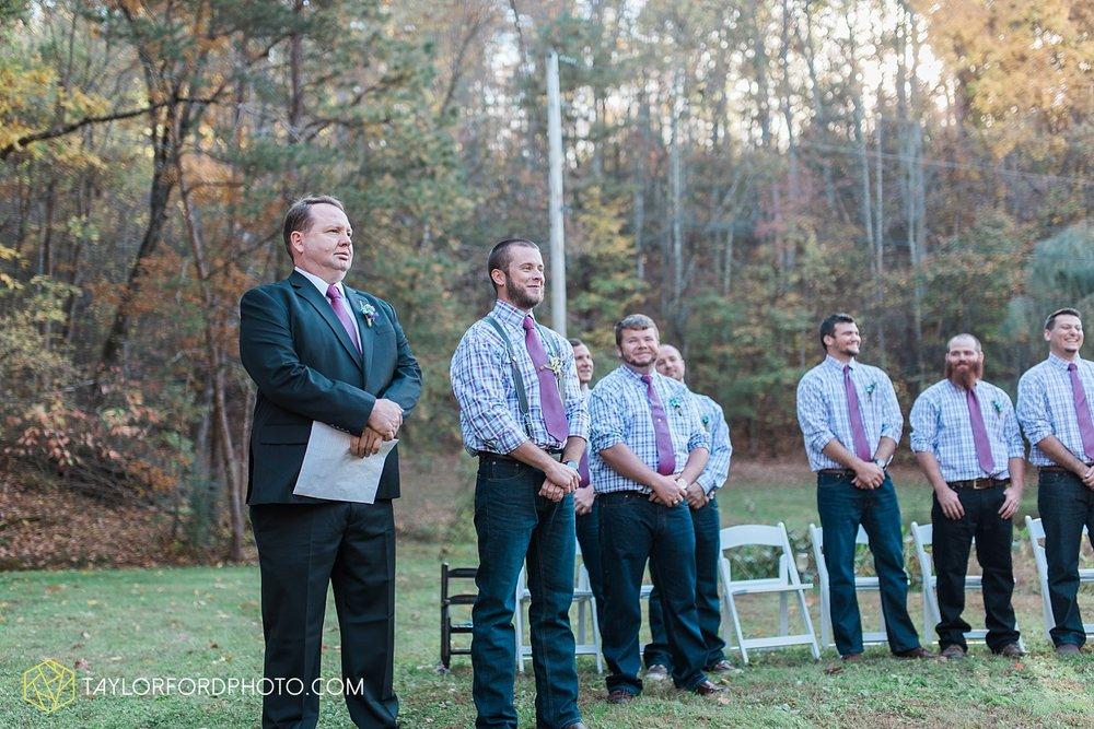 gatlinburg_tennessee_photographer_taylor_ford_weddings_enchanted_valley_barn_3857.jpg