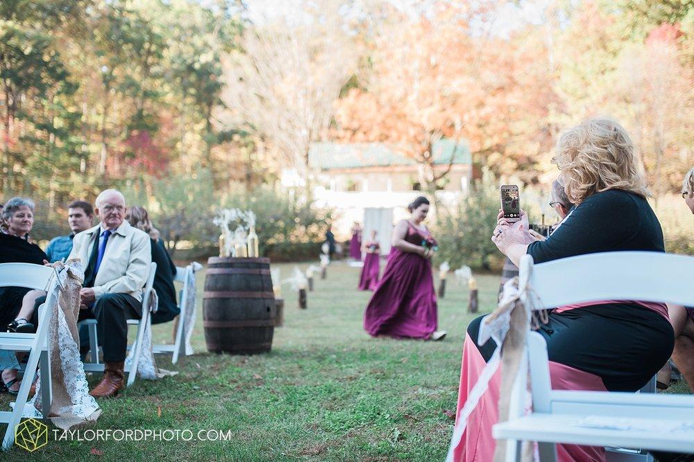 gatlinburg_tennessee_photographer_taylor_ford_weddings_enchanted_valley_barn_3858.jpg