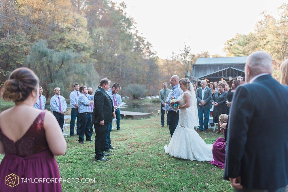 gatlinburg_tennessee_photographer_taylor_ford_weddings_enchanted_valley_barn_3860.jpg