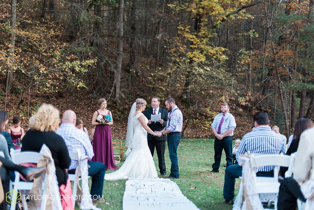 gatlinburg_tennessee_photographer_taylor_ford_weddings_enchanted_valley_barn_3861.jpg