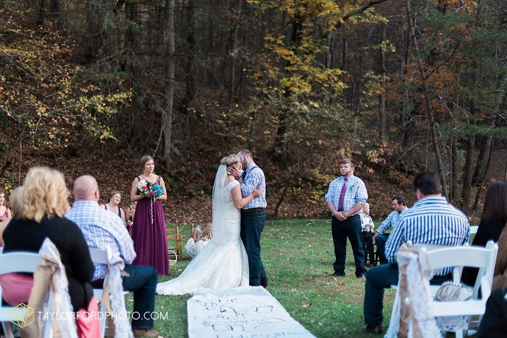 gatlinburg_tennessee_photographer_taylor_ford_weddings_enchanted_valley_barn_3864.jpg