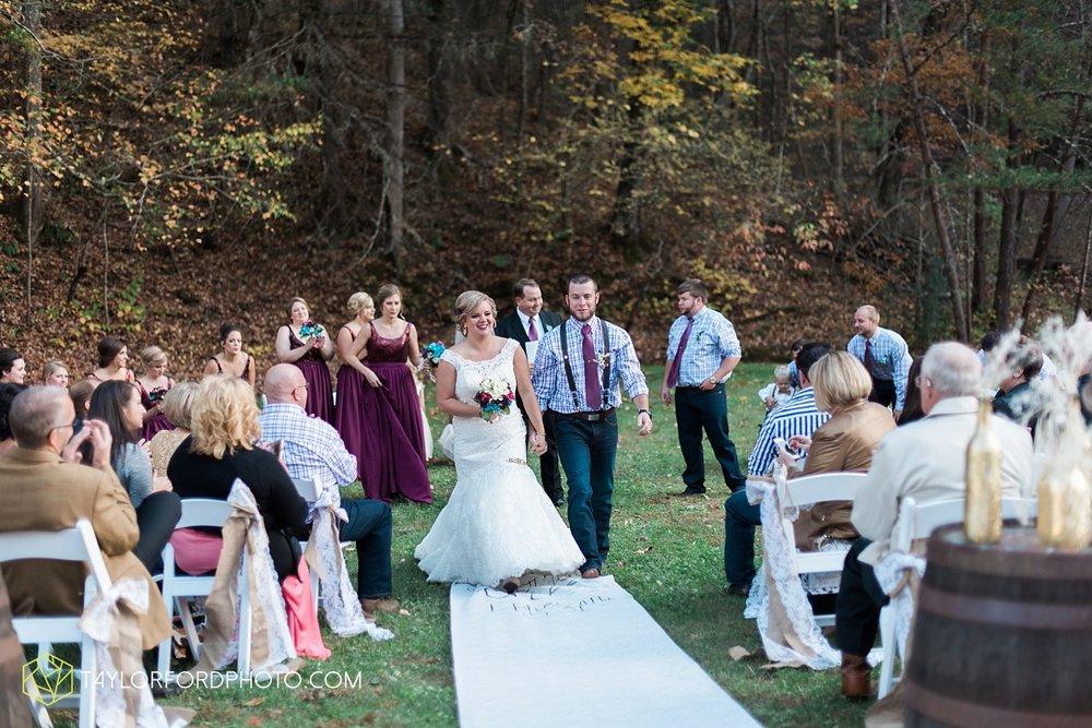 gatlinburg_tennessee_photographer_taylor_ford_weddings_enchanted_valley_barn_3865.jpg