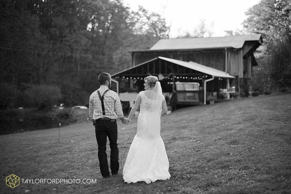 gatlinburg_tennessee_photographer_taylor_ford_weddings_enchanted_valley_barn_3866.jpg