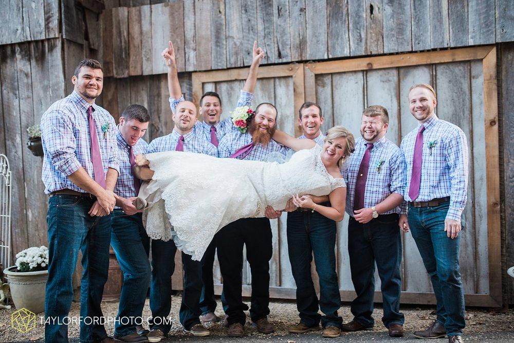 gatlinburg_tennessee_photographer_taylor_ford_weddings_enchanted_valley_barn_3877.jpg