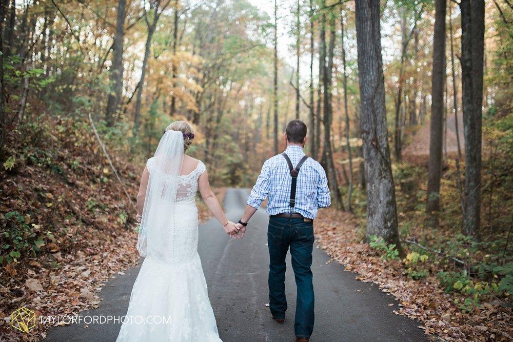 gatlinburg_tennessee_photographer_taylor_ford_weddings_enchanted_valley_barn_3878.jpg