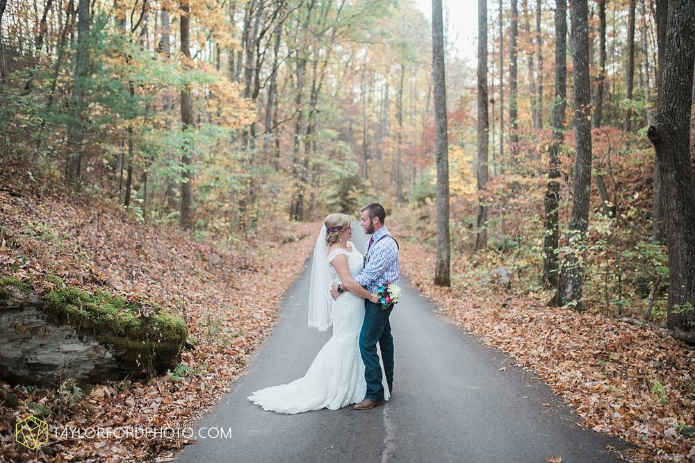 gatlinburg_tennessee_photographer_taylor_ford_weddings_enchanted_valley_barn_3879.jpg