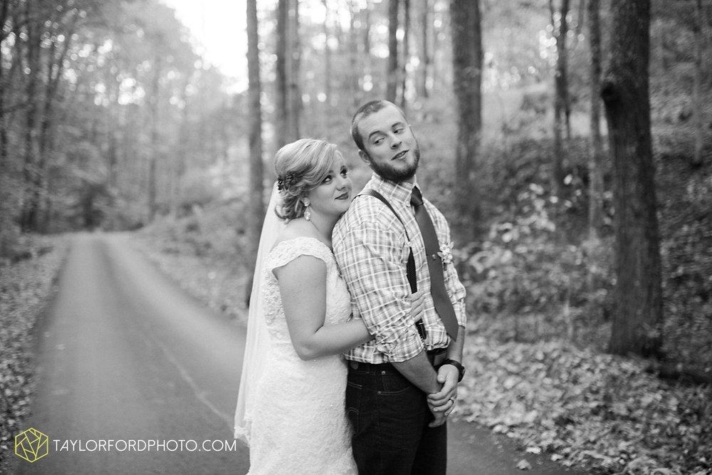 gatlinburg_tennessee_photographer_taylor_ford_weddings_enchanted_valley_barn_3881.jpg