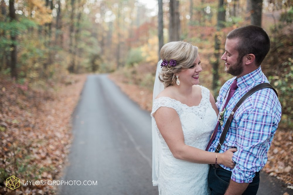 gatlinburg_tennessee_photographer_taylor_ford_weddings_enchanted_valley_barn_3882.jpg