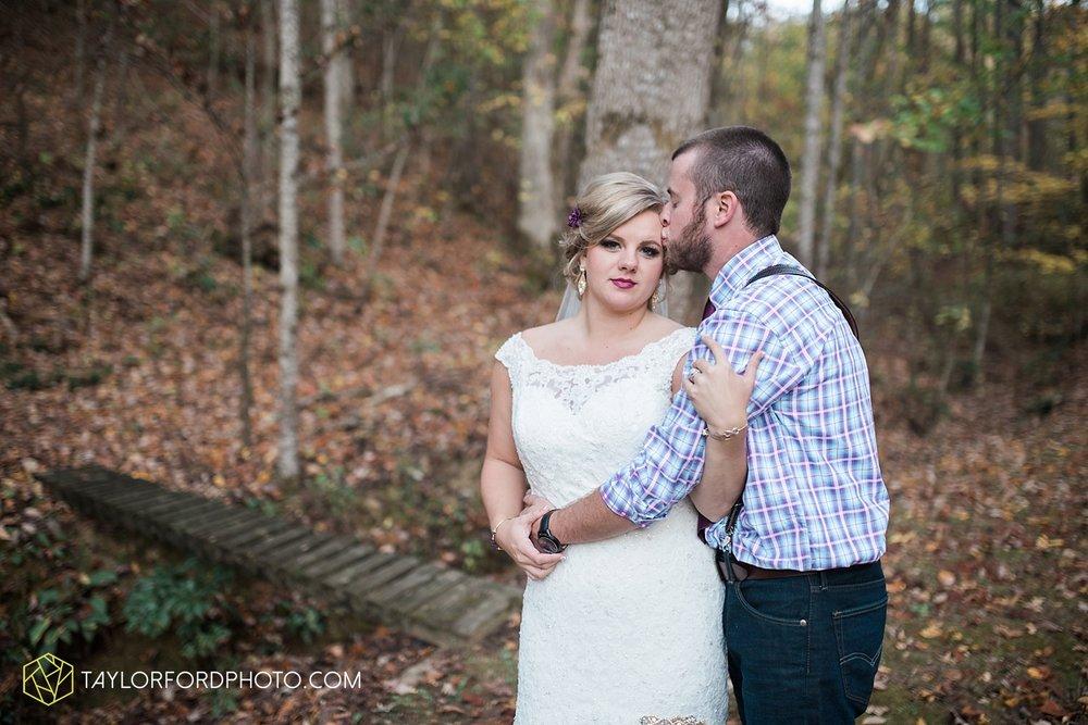 gatlinburg_tennessee_photographer_taylor_ford_weddings_enchanted_valley_barn_3884.jpg
