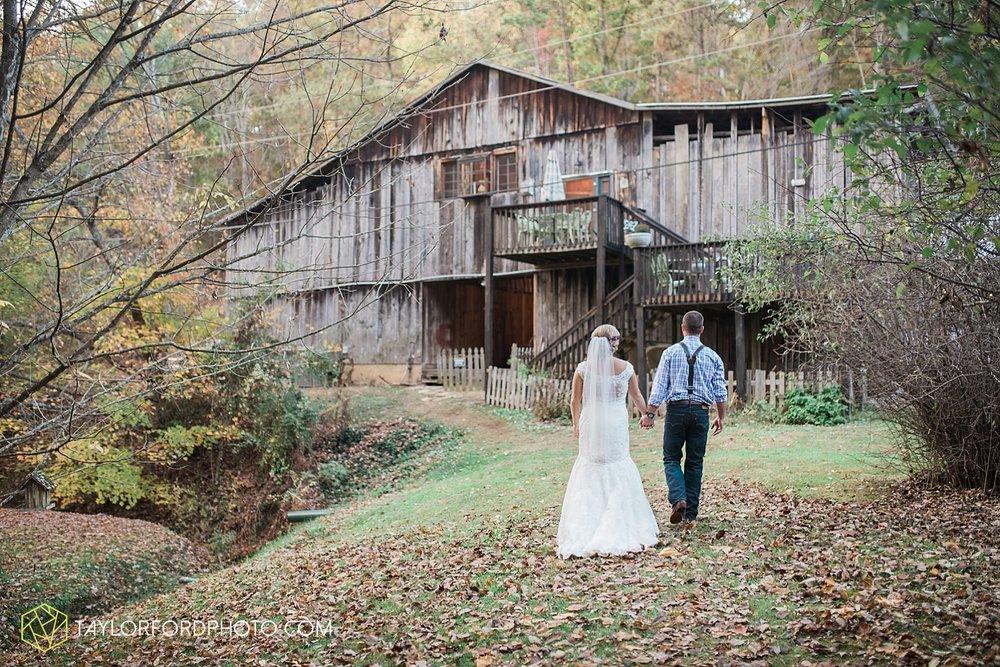 gatlinburg_tennessee_photographer_taylor_ford_weddings_enchanted_valley_barn_3892.jpg