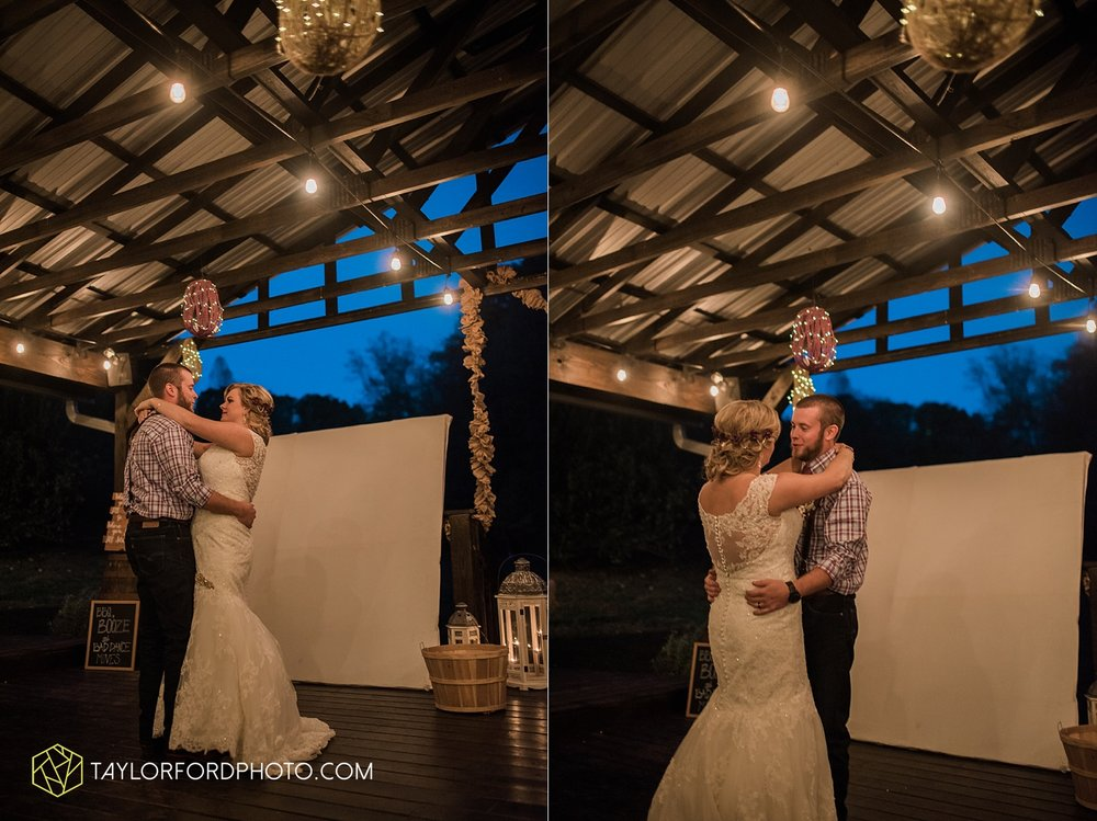 gatlinburg_tennessee_photographer_taylor_ford_weddings_enchanted_valley_barn_3893.jpg
