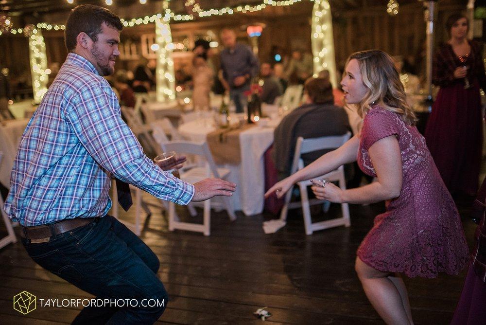 gatlinburg_tennessee_photographer_taylor_ford_weddings_enchanted_valley_barn_3895.jpg