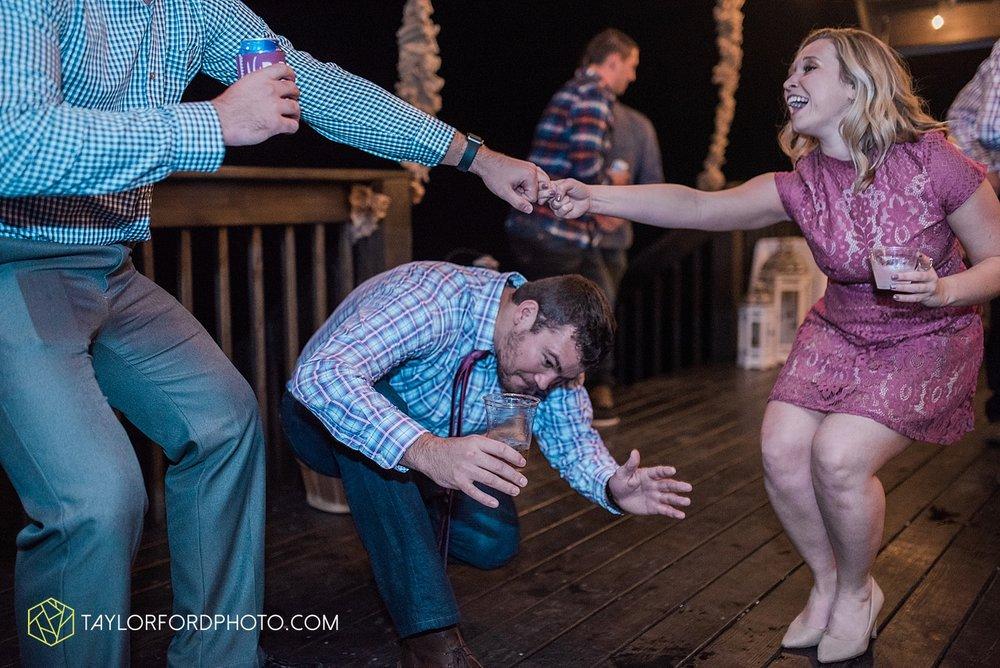 gatlinburg_tennessee_photographer_taylor_ford_weddings_enchanted_valley_barn_3897.jpg