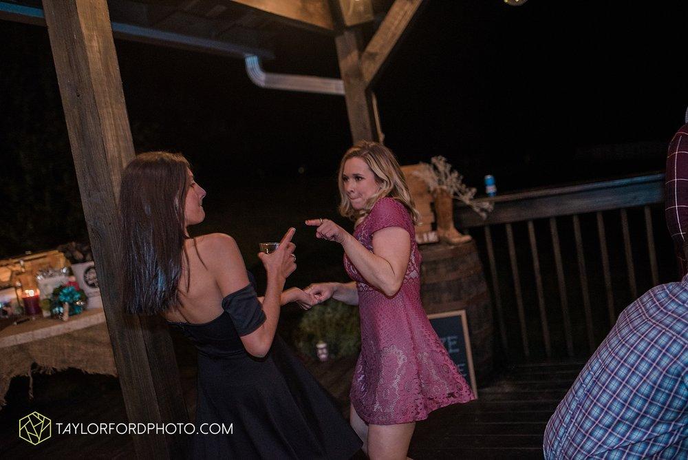gatlinburg_tennessee_photographer_taylor_ford_weddings_enchanted_valley_barn_3898.jpg