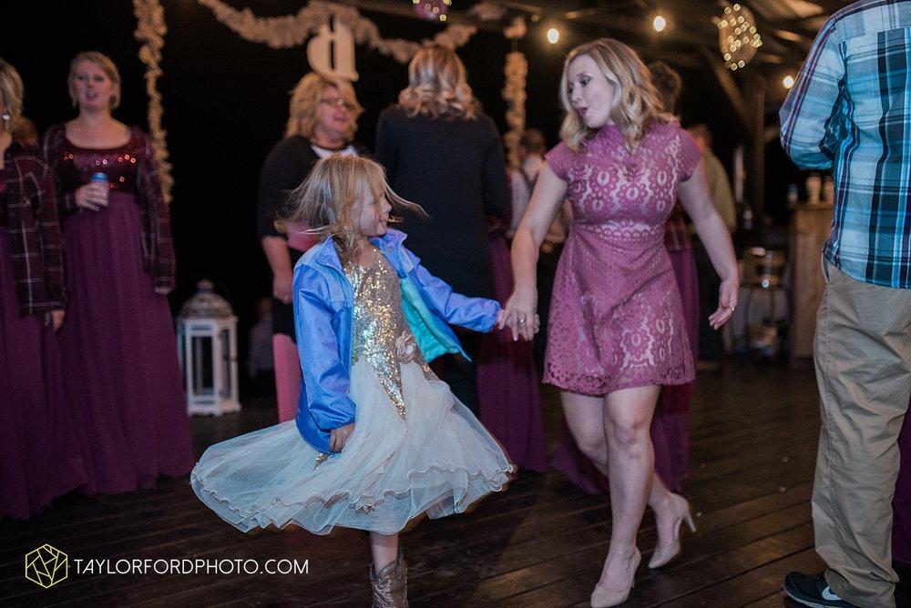 gatlinburg_tennessee_photographer_taylor_ford_weddings_enchanted_valley_barn_3899.jpg
