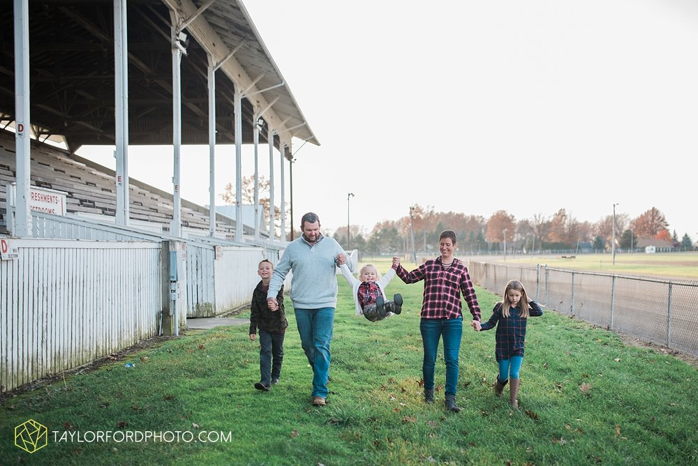 van_wert_ohio_photographer_the_baxter_family_county_fairgrounds_taylor_ford_4020.jpg