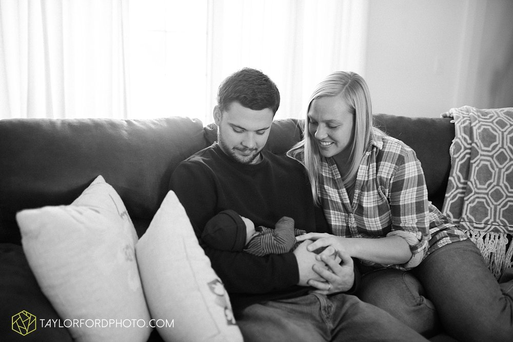 fort_wayne_indiana_lifestyle_newborn_family_photographer_taylor_ford_1111.jpg