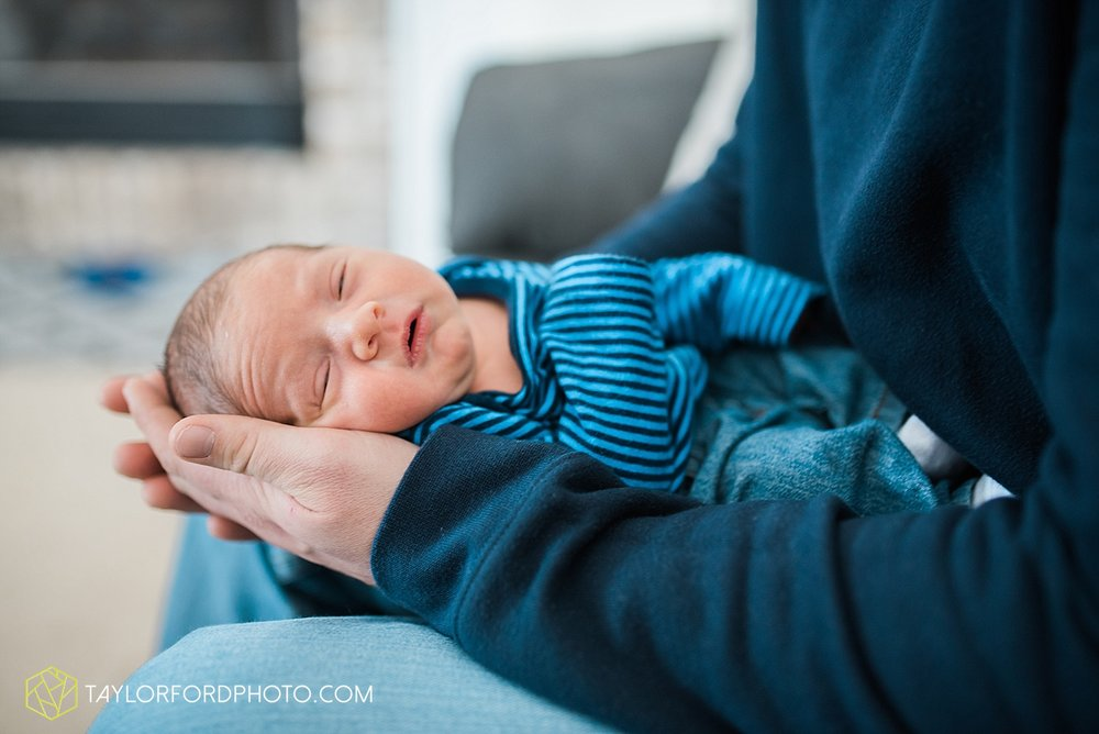 fort_wayne_indiana_lifestyle_newborn_family_photographer_taylor_ford_1113.jpg
