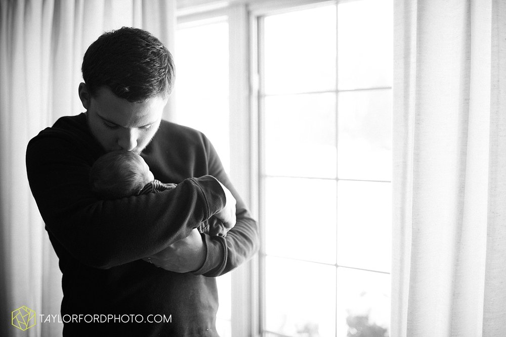 fort_wayne_indiana_lifestyle_newborn_family_photographer_taylor_ford_1114.jpg
