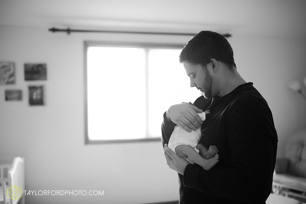 fort_wayne_indiana_lifestyle_newborn_family_photographer_taylor_ford_1126.jpg