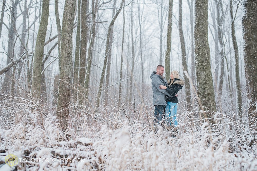 van_wert_ohio_fort_wayne_indiana_engagement_wedding_photographer_taylor_ford8.jpg