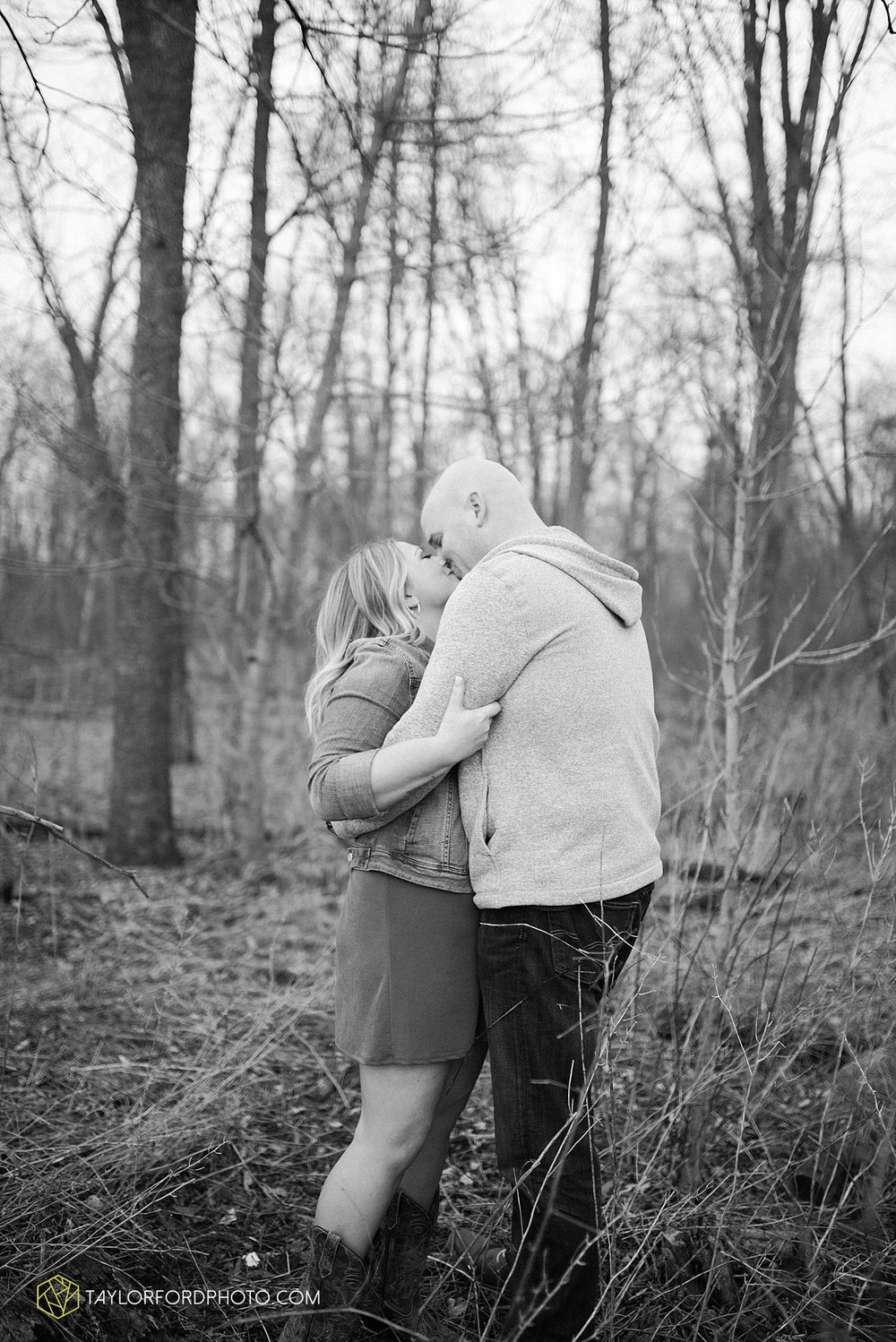 indianapolis_indiana_engagement_wedding_fort_wayne_indiana_taylor_ford_photography_1386.jpg
