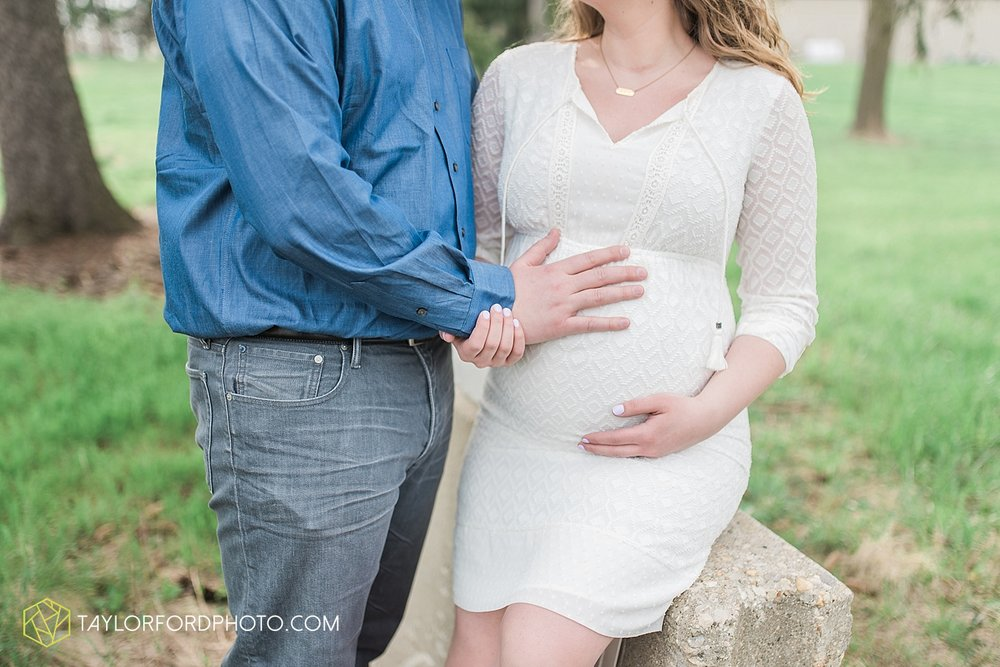 fort-wayne-indiana-maternity-photographer-taylor-ford-photography_1476.jpg