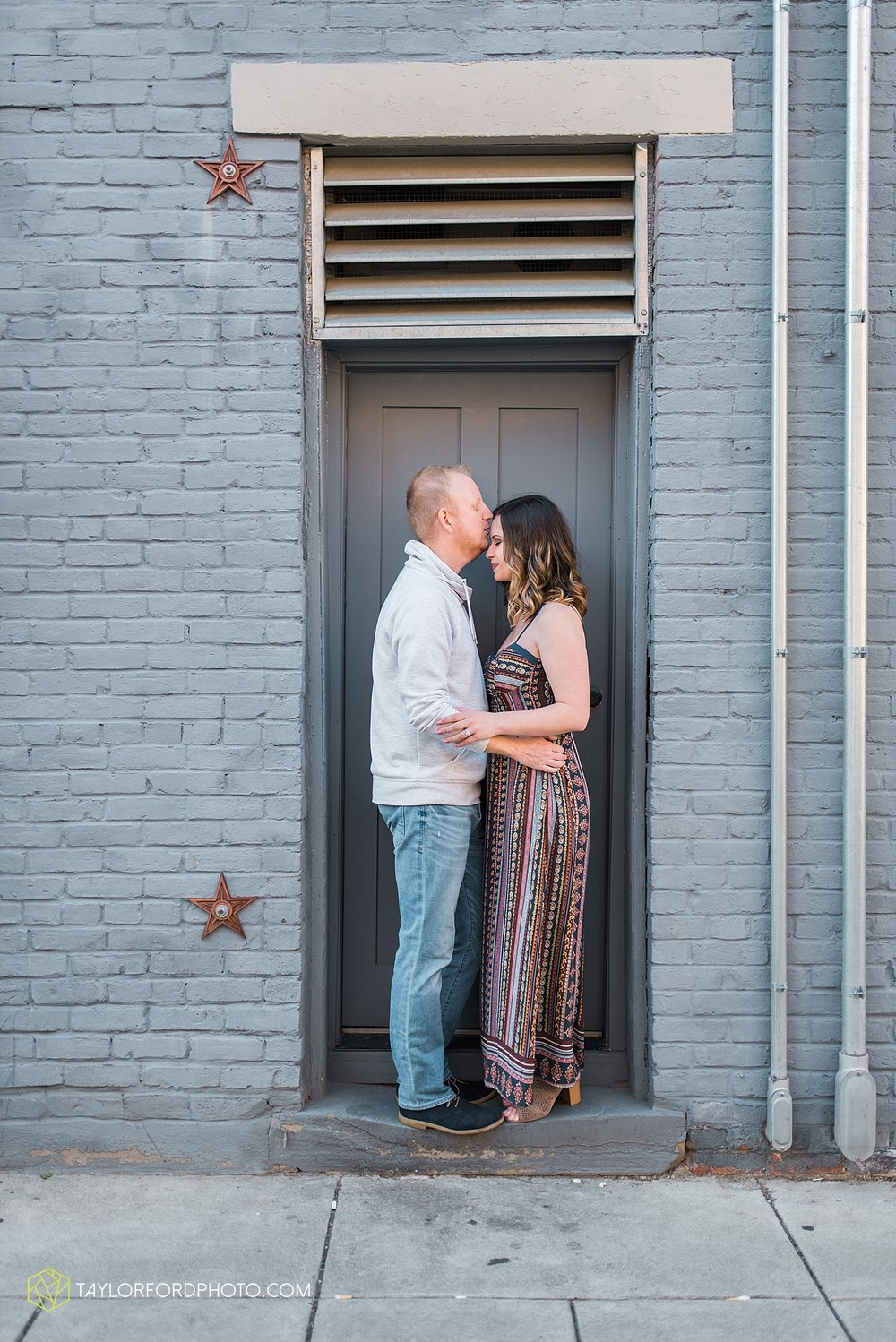cincinnati-ohio-engagement-wedding-photographer-taylor-ford-photography-over-the-rhine-alms-park_1776.jpg